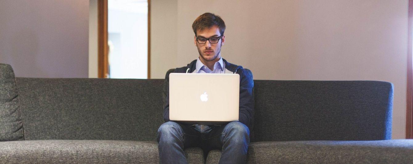 Дослідники визначили, кому з офісних працівників найчастіше затримують зарплату