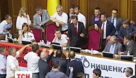 На сьогоднішньому засіданні ВР не поставили жодного питання на голосування