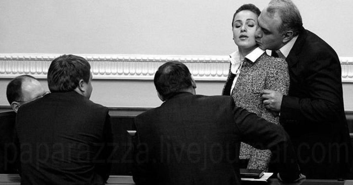 Давид Жванія цілує Наталію Королевську