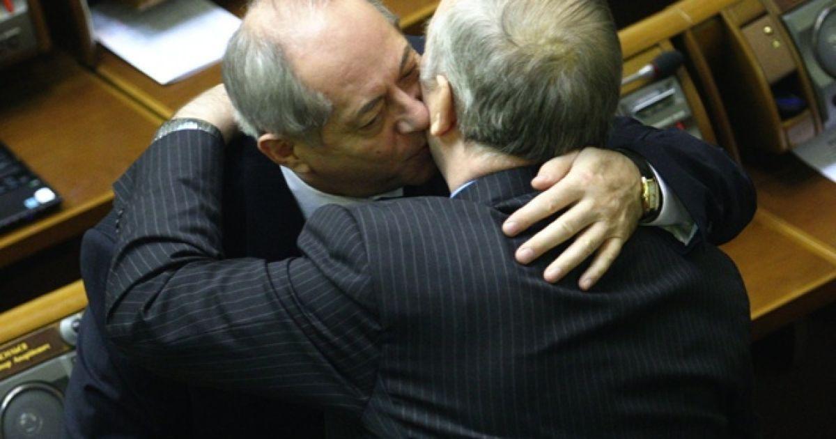 Нардепи в залі парламенту