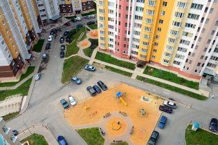 В России подросток упал с 23 этажа дома, пытаясь поразить девушку