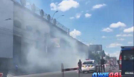 "Недалеко от метро ""Шулявка"" вспыхнул на ходу автомобиль"
