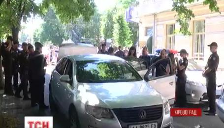В Кіровограді кілька нарядів одночасно намагалися зупинити іномарку