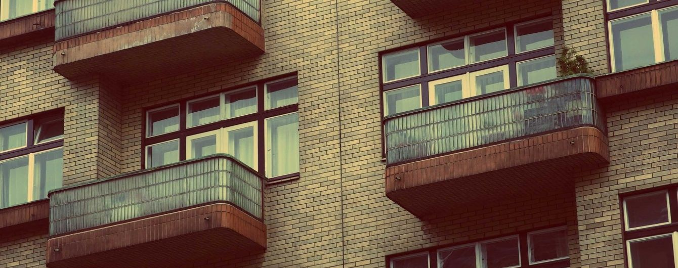 У Києві пара випала із четвертого поверху через секс на балконі - ЗМІ