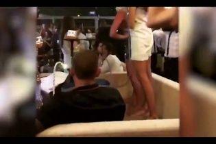 Поцілунок із пляшкою під гімн. З'явилося нове відео вечірки за участю гравців збірної Росії