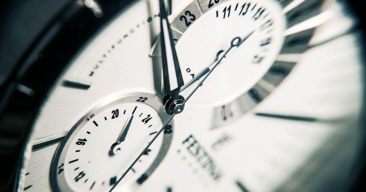 Украина готовится к переводу часов на летнее время 31 марта