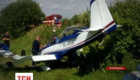 Легкомоторний літак здійснив аварійну посадку на Львівщині