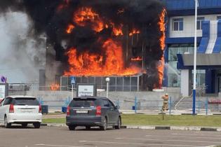 У Росії палає будівля аеропорту