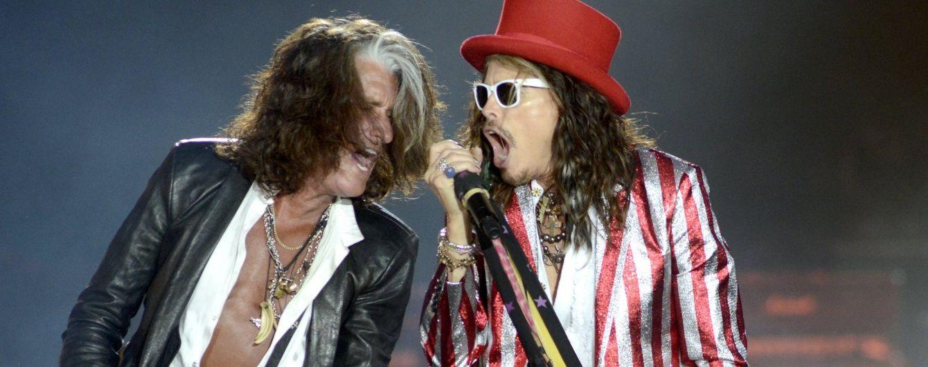 Гітариста Aerosmith екстрено госпіталізували після знепритомнення на сцені