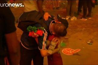 """До сліз. Маленький португалець зворушливо втішив француза після поразки """"синіх"""" на Євро-2016"""
