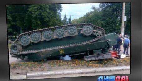 Зенитно-ракетный комплекс перевернули в Конотопе - подборка аварий с дорог Украины
