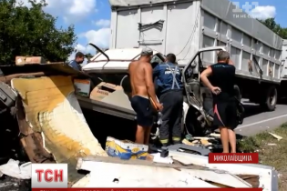 На юге Украины произошло ДТП с четырьмя грузовиками
