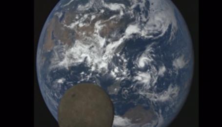 NASA зафіксували незвичний ракурс Місяця на тлі планети Земля