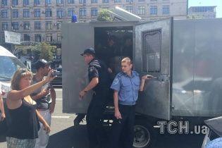 """Кафе """"Каратель"""" освободили от титушек, агрессоров задержали"""