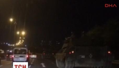 По улицам Стамбула движутся танки