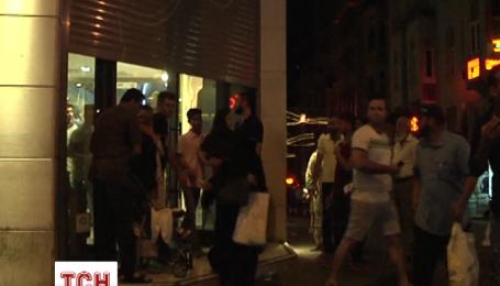 Полиция Стамбула призывает людей оставаться в своих домах