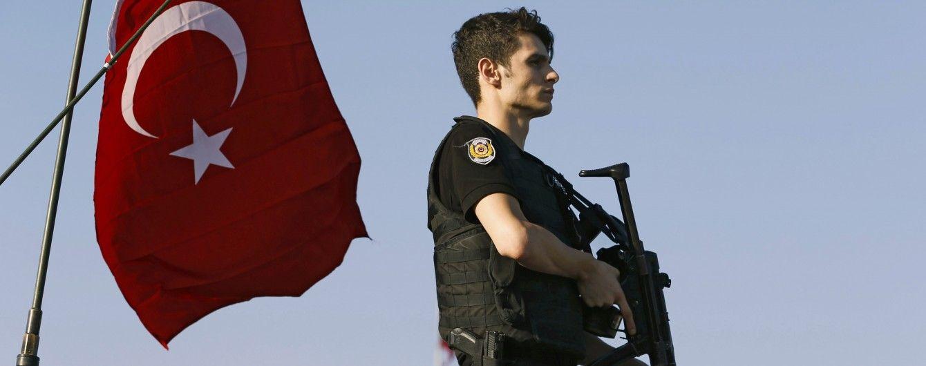 В Туреччині заарештували понад 100 військових