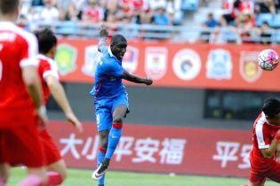 Африканський футболіст зламав ногу у матчі чемпіонату Китаю