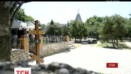 На могиле Виктора Януковича младшего появился новый крест