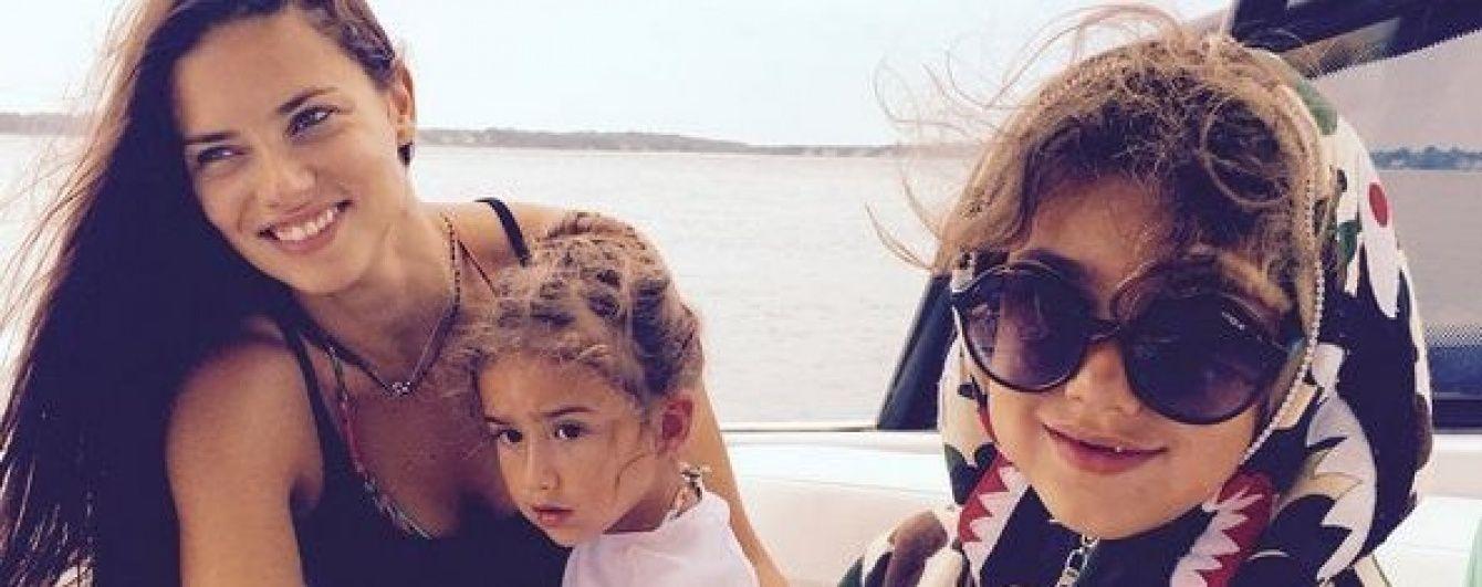 Адриана Лима показала подросших дочерей