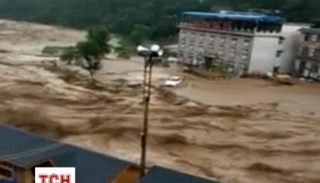 У північній та центральній частині Китаю вирують проливні дощі
