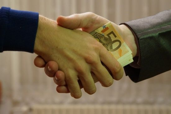 Серед сусідів гірша лише РФ. Transparency International показав рейтинг України у боротьбі з корупцією