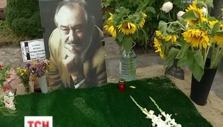 Рідні Богдана Ступки розповіли, який буде пам'ятник актора на Байковому та монумент біля театру