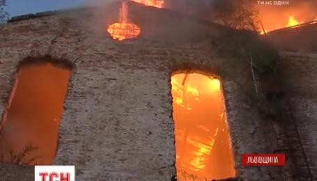 Масштабный пожар на Львовщине тушили более полусотни спасателей