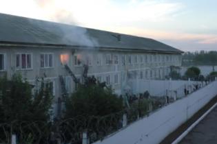 Стрельба и взрывы. В Сети появилось видео штурма исправительной колонии в Хакасии