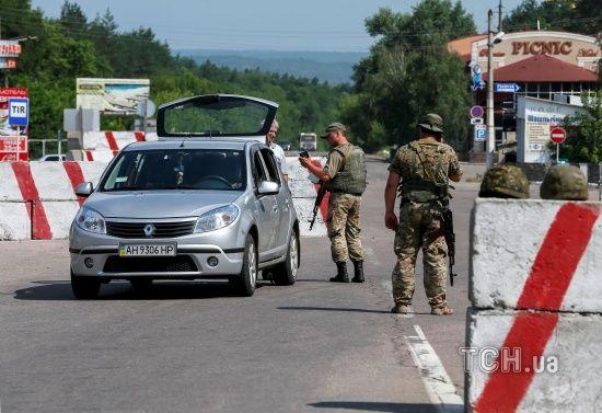 """""""Червоний хрест"""" доправив на окупований Донбас 160 тонн будматеріалів"""