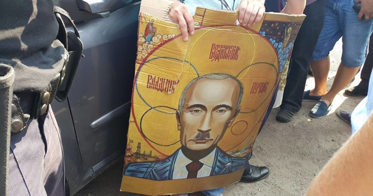 Автомайдан привіх ікони з Путіним @ Фото Івана Гребенюка/ТСН