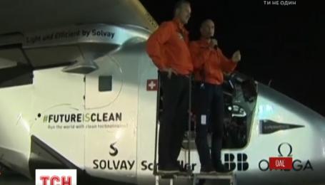 Самолет на солнечных батареях вернулся с кругосветного путешествия продолжительностью в 500 часов