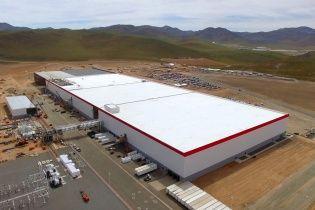 """Tesla Motors открыла в пустыне """"Гигафабрику"""""""
