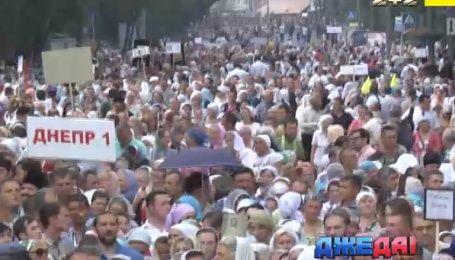 Крестный ход парализовал движение по центральным улицам столицы