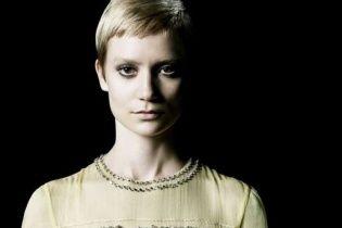 Миа Васиковска стала лицом нового аромата от Prada