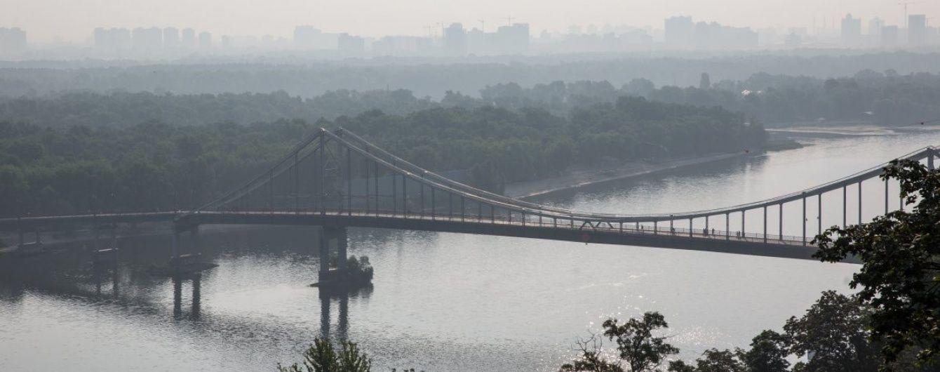 Київ огорнув смог: водіїв просять увімкнути фари