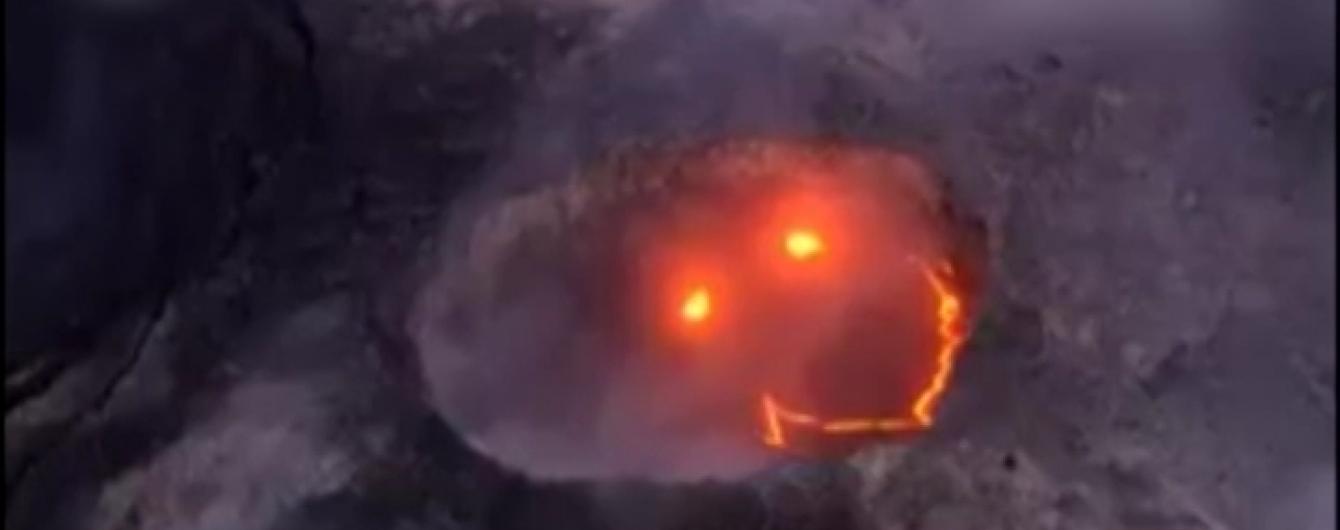 """Адский смайл: вулкан на Гавайях """"улыбнулся"""" во время извержения"""