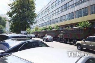 Под Печерский суд, где изберут меру пресечения Ефремову, свезли грузовики с силовиками