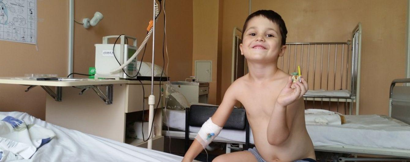 Про порятунок життя 5-річного Гліба просить його батьки