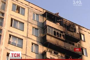 У пожежі в Києві постраждали троє людей і кілька квартир