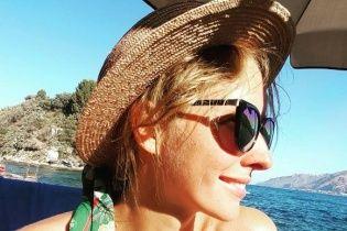 Струнка Катерина Осадча показала засмагу під час відпустки у теплих краях