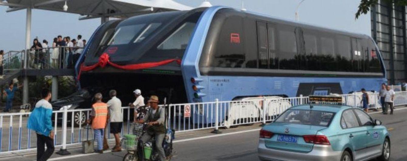 В Китае вывели на тесты автобус будущего