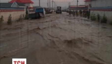 У Китаї продовжуються дощі та повені, затоплена частина провінції Ганьсу