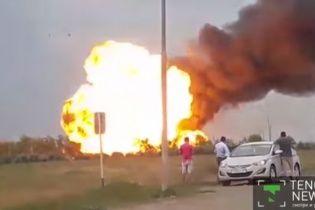 У Казахстані несамовите полум'я охопило заправну станцію