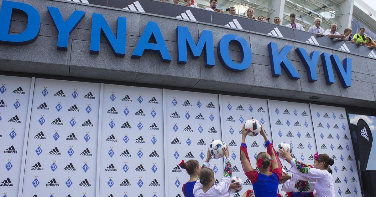 У Києві на НСК Олімпійський презентували нову патріотичну форму Динамо.   Фото - Надія Мельниченко, Проспорт