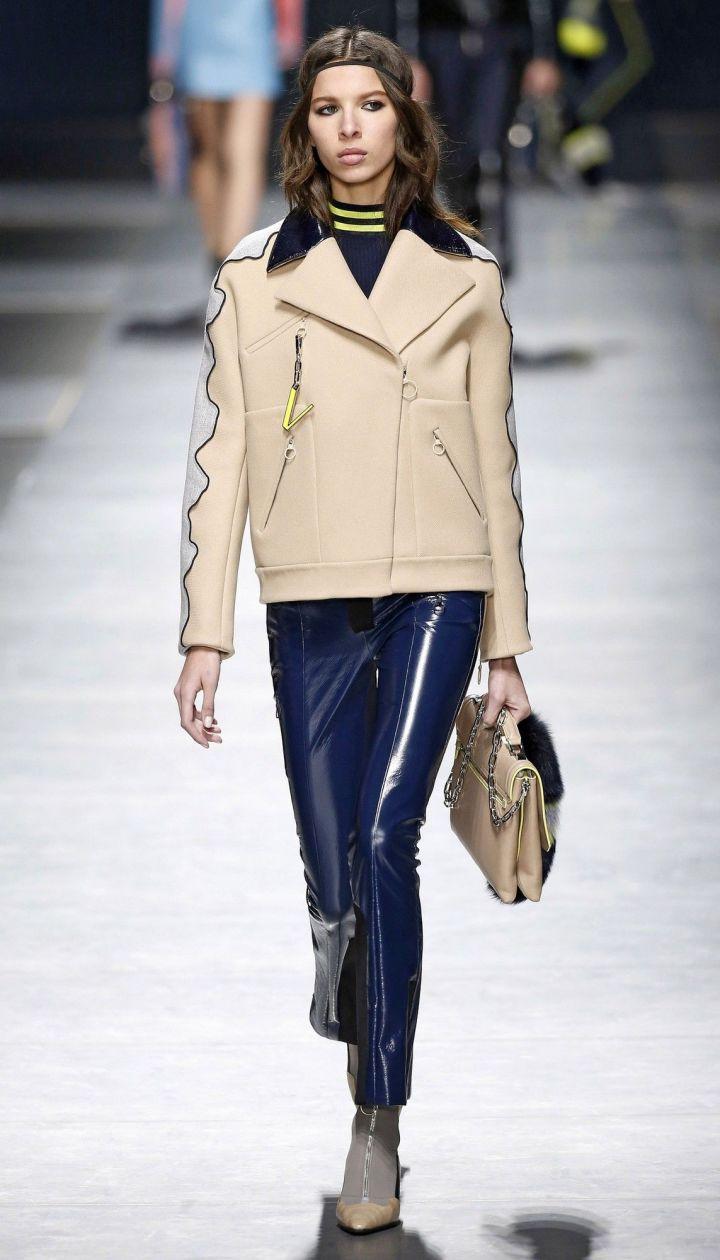 Коллекция Versace прет-а-порте сезона осень-зима 2016-2017 @ East News