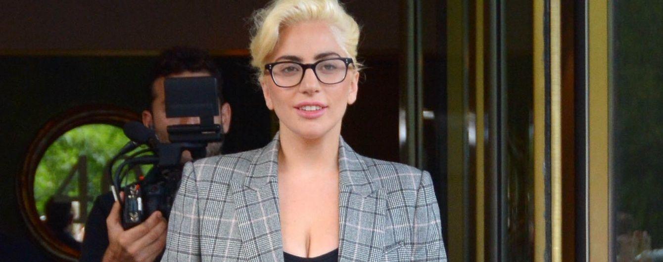 Запретам вопреки: Леди Гага вышла в свет в эпатажной обуви