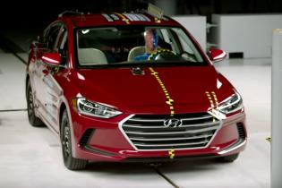 Новый Hyundai Elantra получил высшую оценку в краш-тестах IIHS
