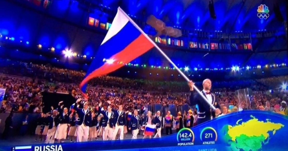 Коли на поле вийшли російські спортсмени, їхню країну показали без окупованого Криму. @ РБК-Україна