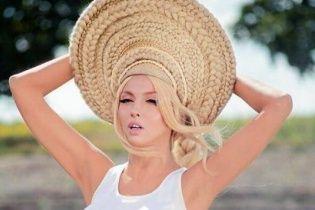 Шлепки №2: Полякова представила фрагмент нового хіта під рухи мільйонера-танцюриста